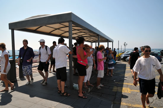 アマルフィから天空の城ラヴェッロへ! バスの停留所