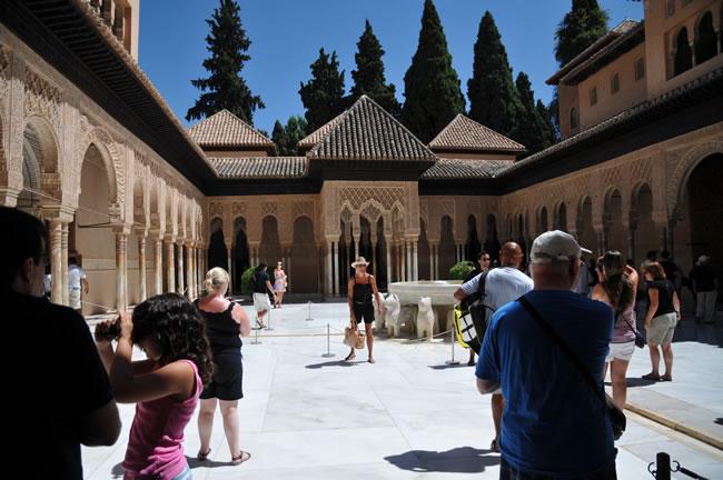 スペイン・アンダルシア州・グラナダ アルハンブラ宮殿 ナスル宮 ライオンのパティオ