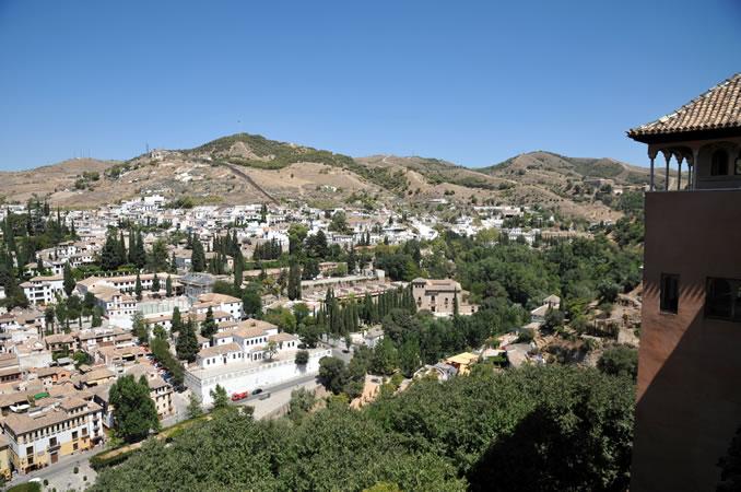 スペイン・アンダルシア州・グラナダ アルハンブラ宮殿 グラナダの街並み