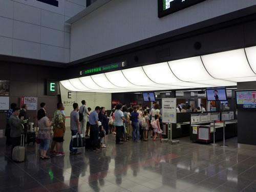 羽田空港 お盆の帰省ラッシュで激混み!