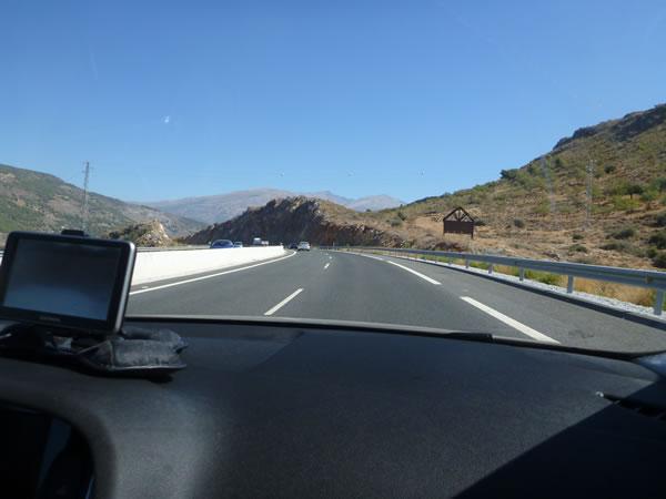 スペイン ネルハからグラナダへ 山ばっかし。。。。途中風力発電の施設もあった。