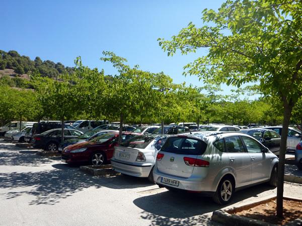 スペイン・グラナダ アルハンブラ宮殿の駐車場。さすが有名な観光地!駐車場は結構混んでいた。