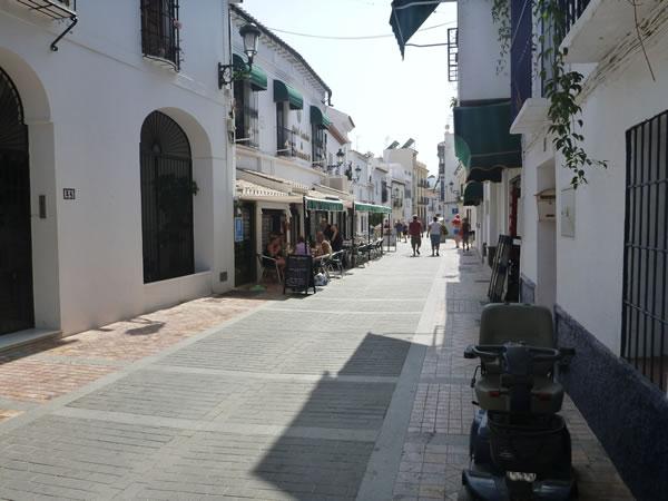 スペイン・ネルハ ホテルから駐車場へ 「Hotel Crabeo」からだと5分も掛からず。