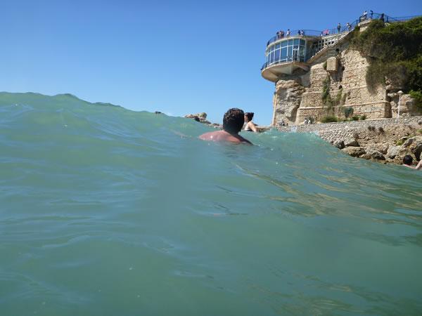 スペイン・ネルハ・ビーチ 波は結構高い