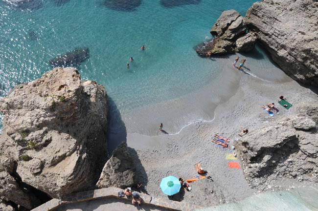 南スペイン ネルハ ヨーロッパのバルコニー ビーチ