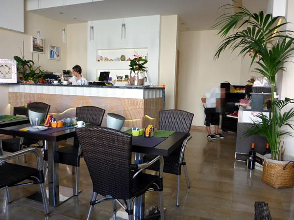 Hotel Piccolo Mondo (ホテルピッコロモンド) 朝食ラウンジ