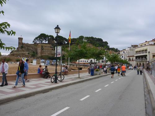 トッサデマール レストラン巡り Castillo de Tossa de Marを彼方に