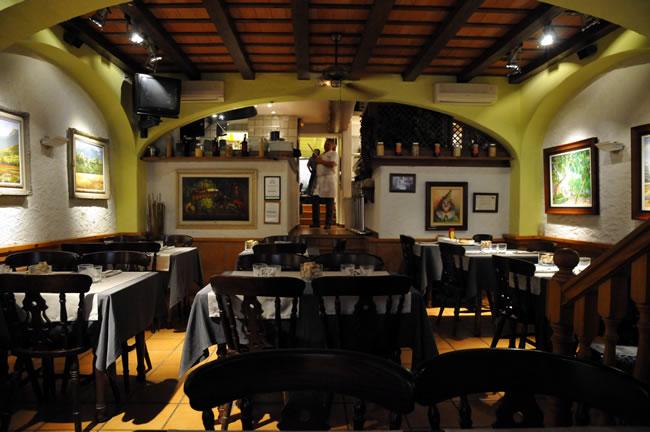 Braseria Pini Pizzeria 店内