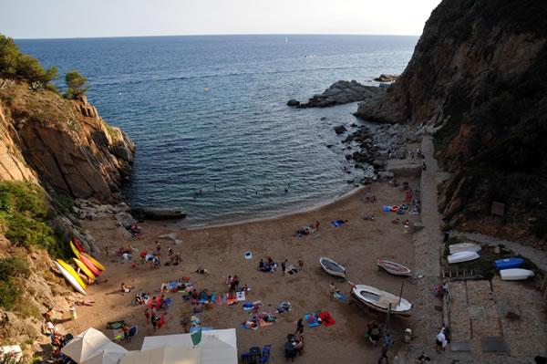 Castillo de Tossa de Mar 裏手の小さなビーチ
