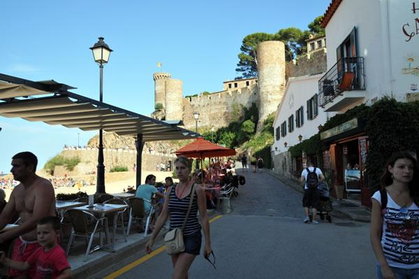 Castillo de Tossa de Mar 裾手のレストラン街