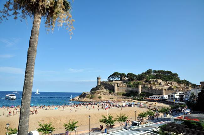トッサ デ マール ホテル ディアナ Tossa de Mar, Spain Hotel Diana ビーチと要塞