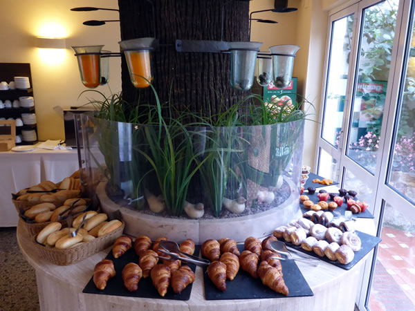 HOTEL DIANA 朝食 パンの種類多し!