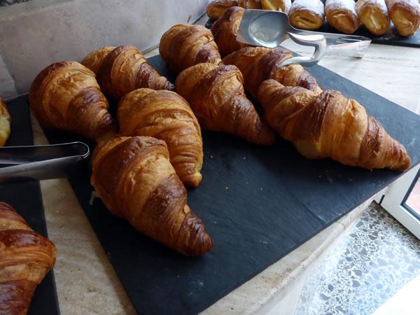 HOTEL DIANA 朝食のクロワッサン