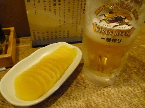 新宿歌舞伎町 利しり オロチョンラーメン タクアンとビール
