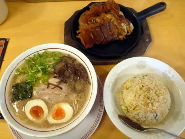 大分ラーメン 麺堂 香 高城店 無敵のボリューム松ランチ チャーハン+豚骨ラーメン+餃子