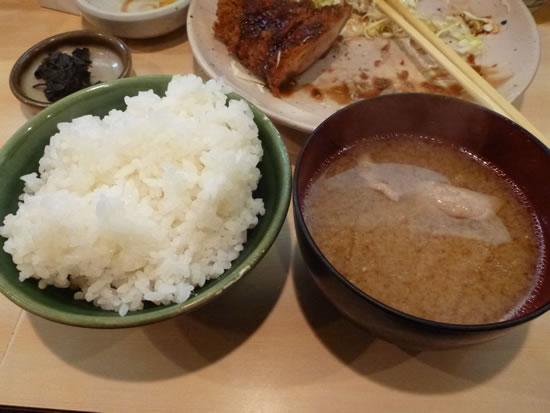 とんかつ丸一(京急蒲田) ご飯と味噌汁