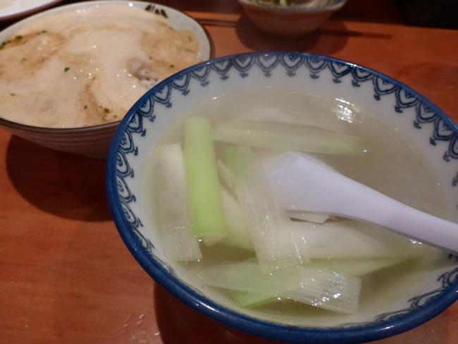〆のご飯と麦とろ、テールスープ