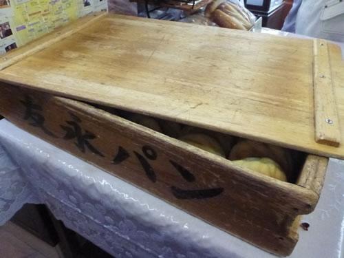 別府市 友永パン屋 パンを入れる木箱