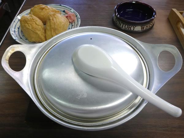 松山市 日の出食堂 鍋焼きうどんとお稲荷さん
