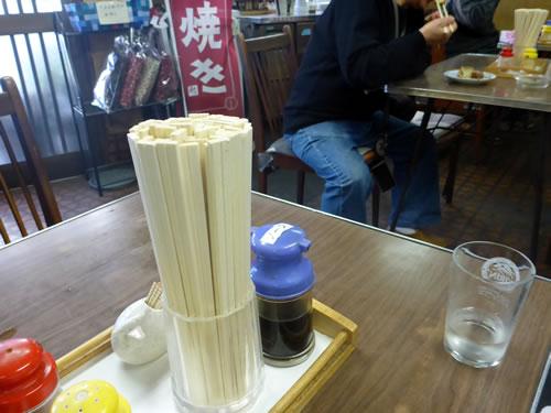 松山市 日の出食堂 店内