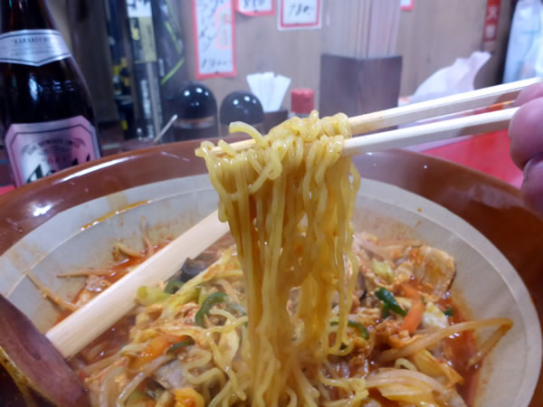秋田市川反 北洲飯店 バクダンラーメンの麺