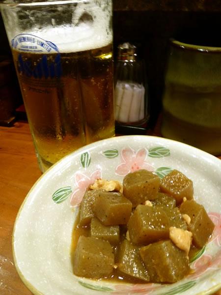松山市「焼き鳥駿河台」にてビールと付き出し
